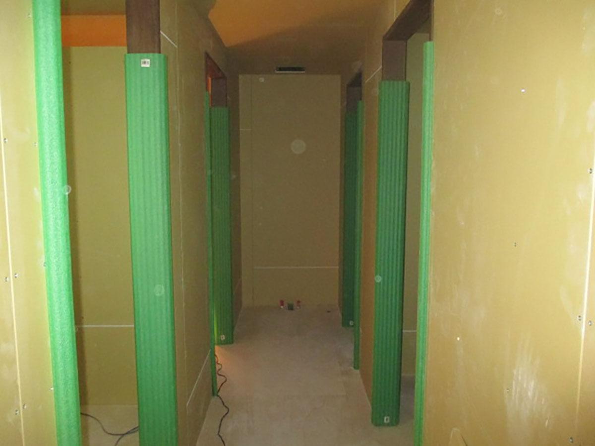 大阪市中央区心斎橋の美容室・理容室の建具の取付工事