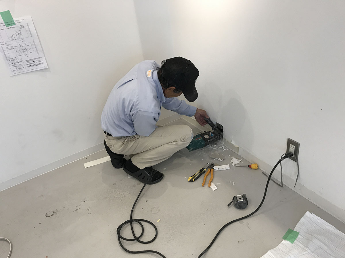 三田市美容室の外壁貫通工事