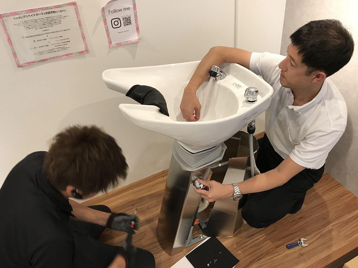 三田市美容室のシャンプー台の設置工事