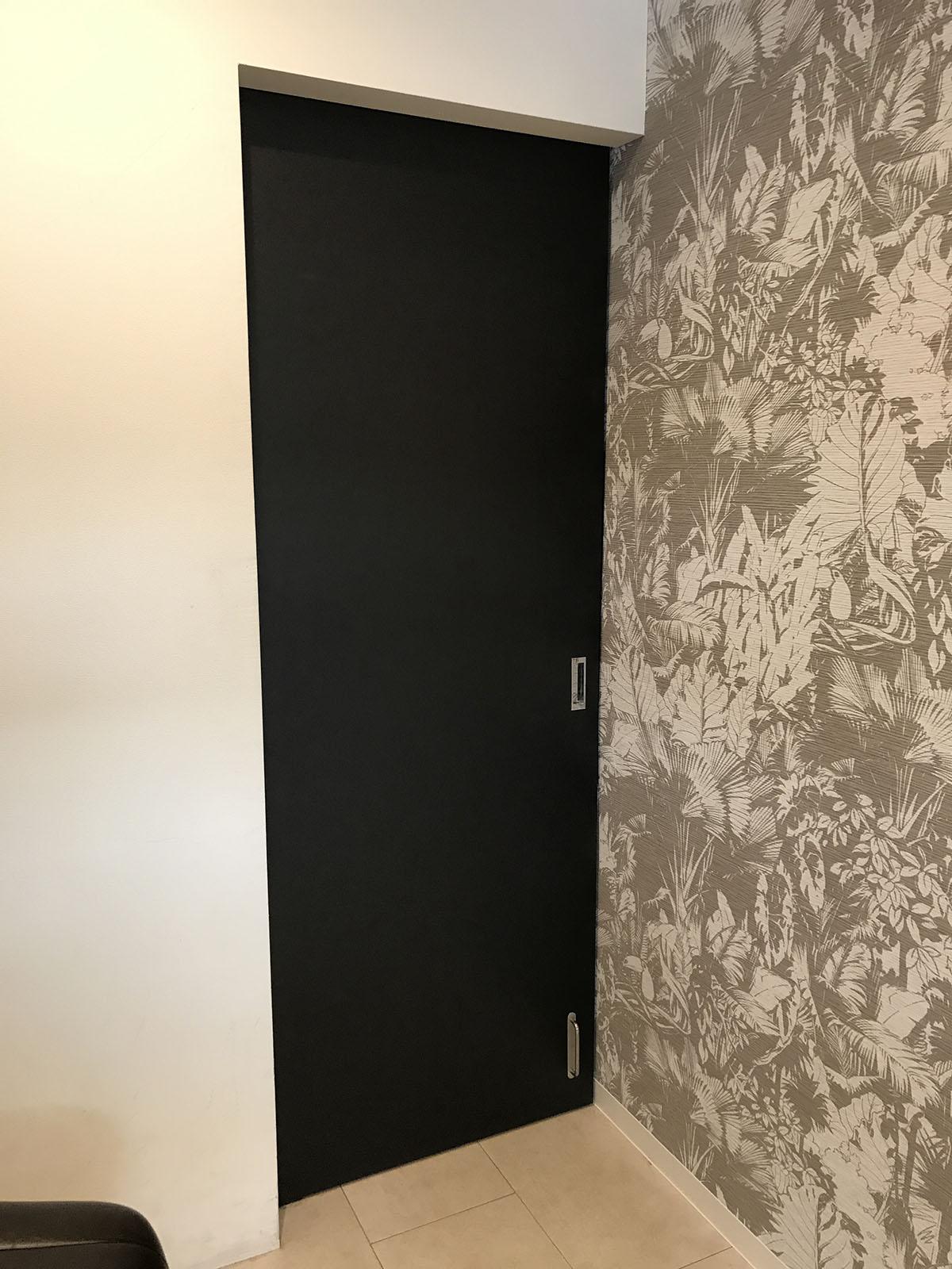 三田市美容室の建具貼替え工事