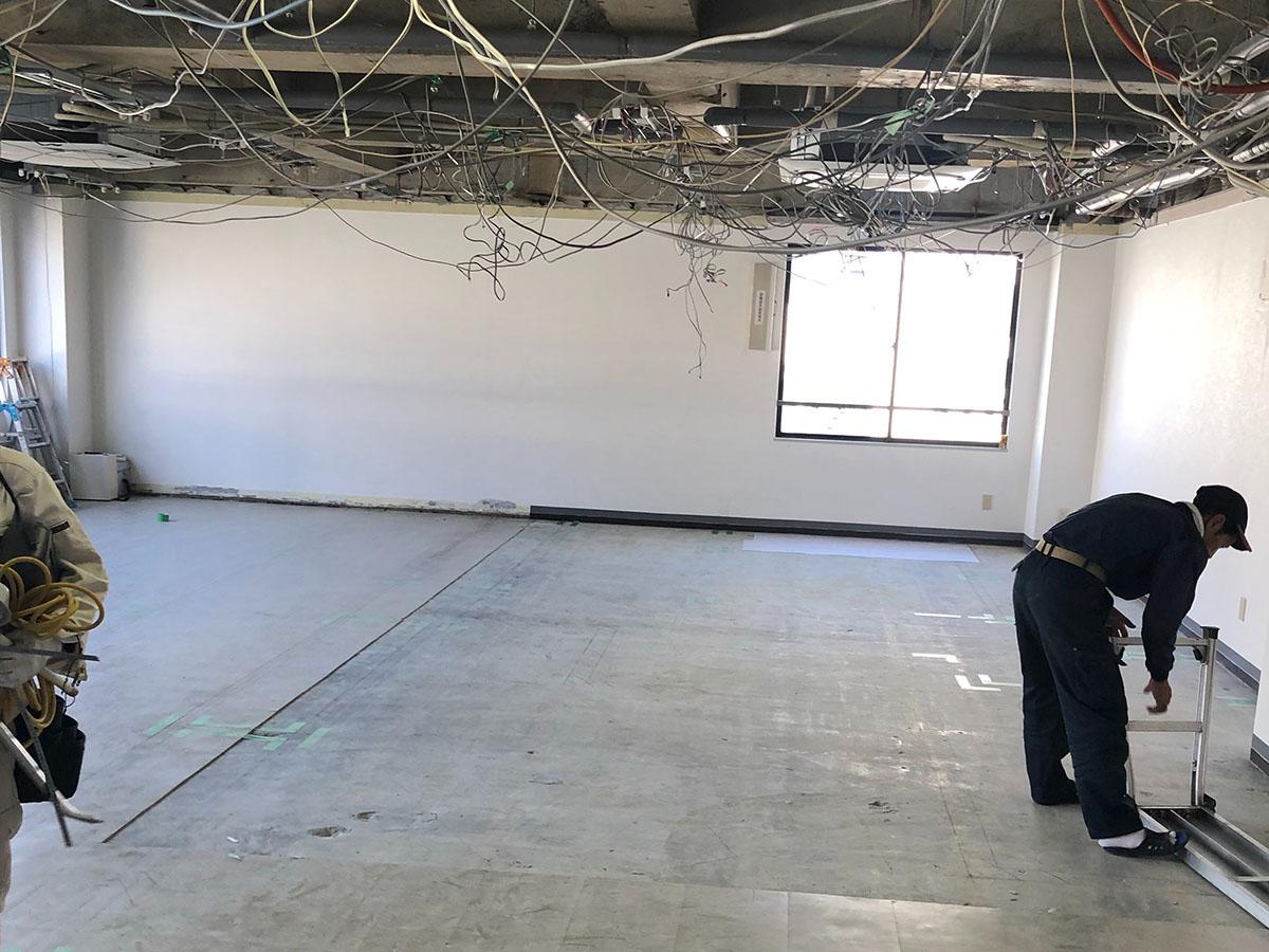 高槻市のエステサロンの解体後の天井