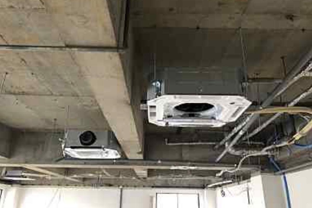 高槻市のエステサロンの換気設備の仕込み工事