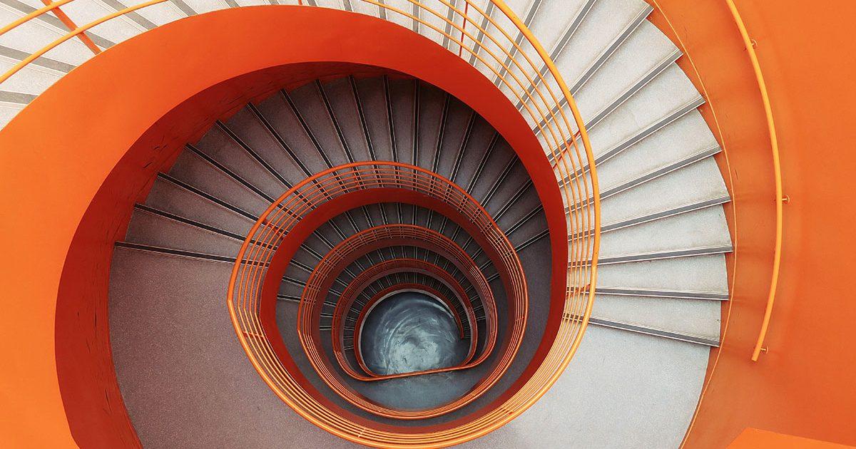 お洒落なお店や住宅でデザイン要素の一つとして活かす階段のある空間