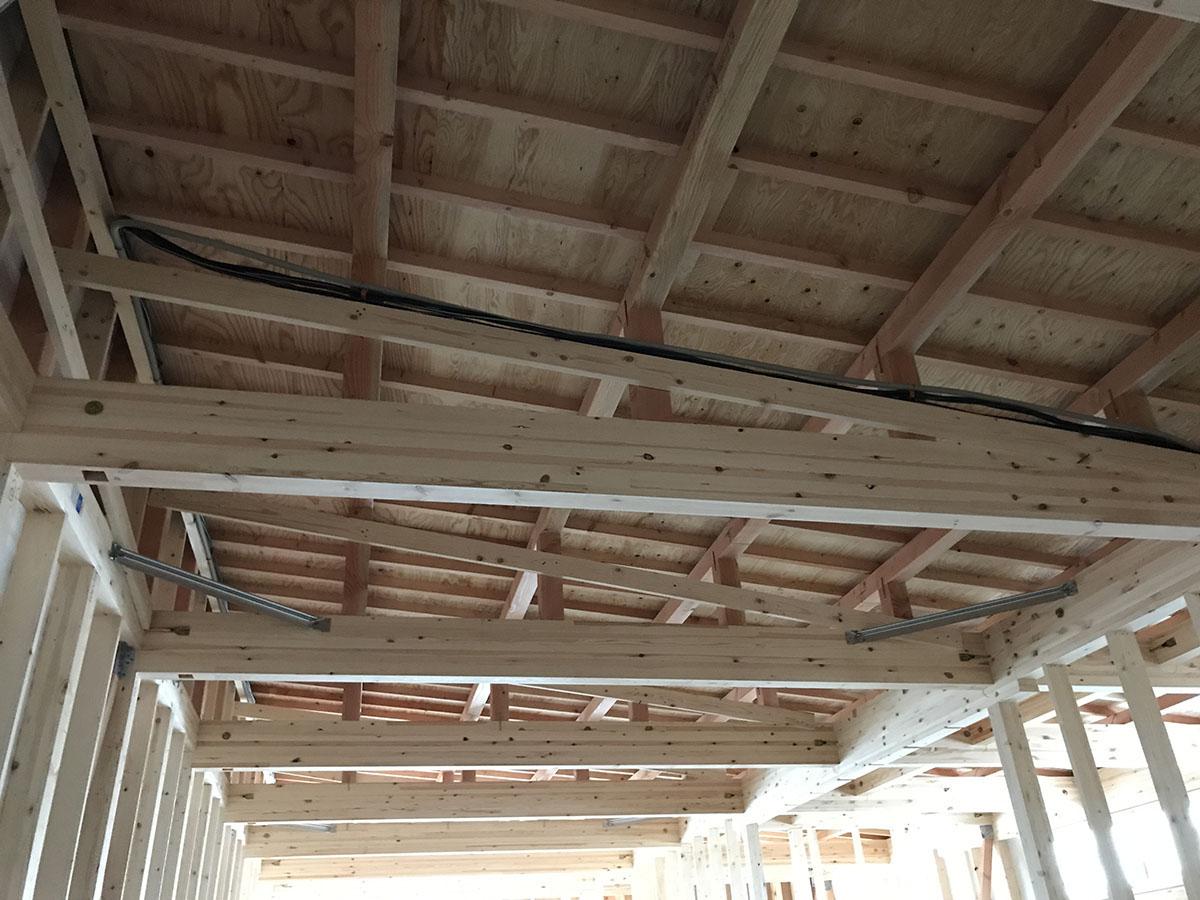 三木市の美容室・理容室の内装の天井工事