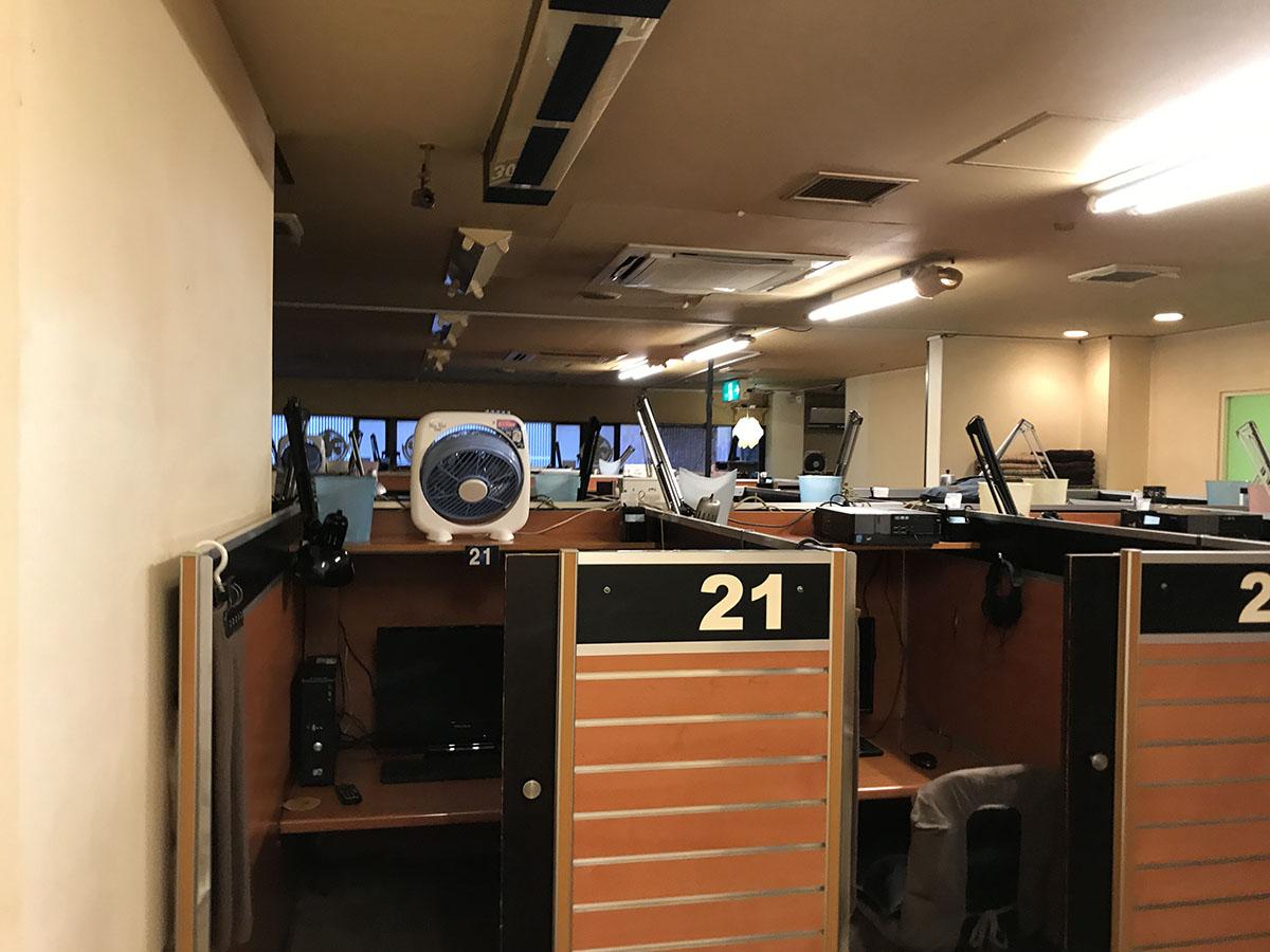大阪・天神橋筋六丁目のインターネットカフェの店舗設計